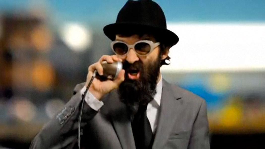 Eels Frontman E Takes Revenge On London After False Terrorist Accusation Video Nme