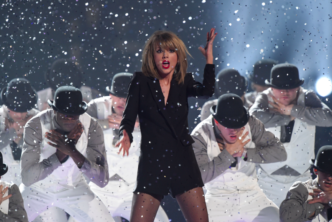 Taylor Swift Joined Onstage By Cara Delevingne At Philadelphia Concert Watch Nme