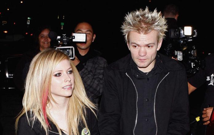 Sum 41 Frontman Sent Death Threats By Avril Lavigne S Stalker
