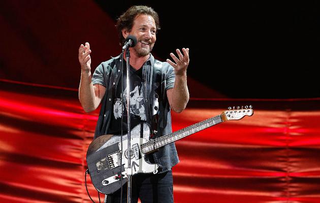 Eddie Vedder donates 10,000