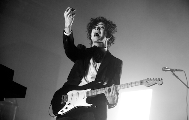 LONDON, ENGLAND - DECEMBER 15: (Editors note: Image has been converted to black and white.) Matthew Healy of The 1975 performs on stage at the The O2 Arena on December 15, 2016 in London, England. (Photo by Matthew Baker/Getty Images)