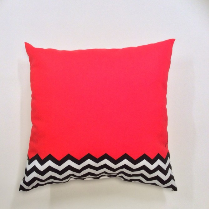 twin-peaks-red-room-pillow-16x16_670