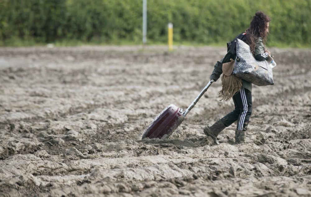 Glastonbury 2016, mud, festivals