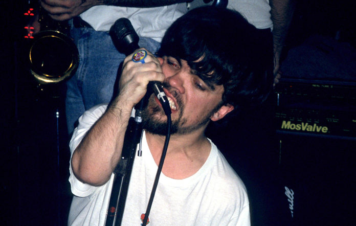 Peter Dinklage singing with Whizzy