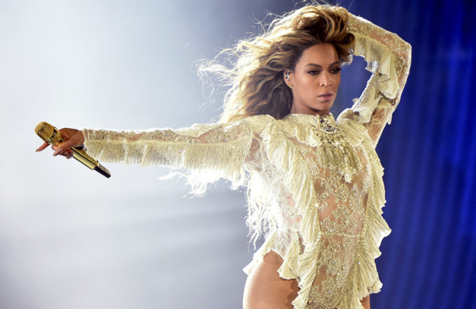 Fine Take A Look At Beyonces Majestic Birthday Cake Nme Personalised Birthday Cards Veneteletsinfo