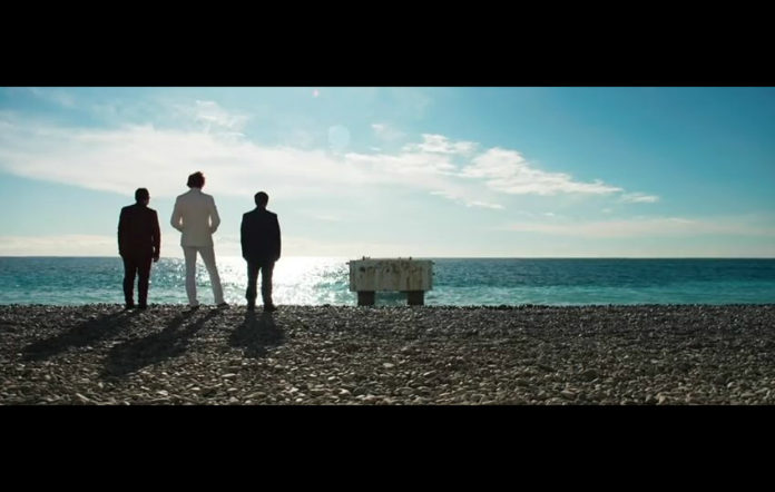 Manic Street Preachers have unveiled their new video 'International Blue'