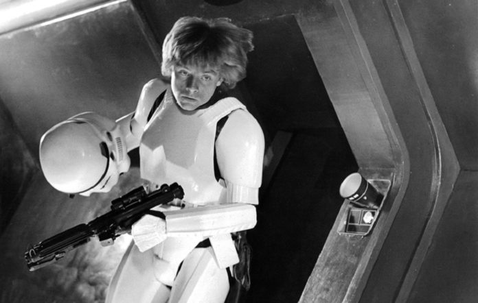 Star Wars Mark Hamill Went Undercover As A Stormtrooper At Comic Con Nme