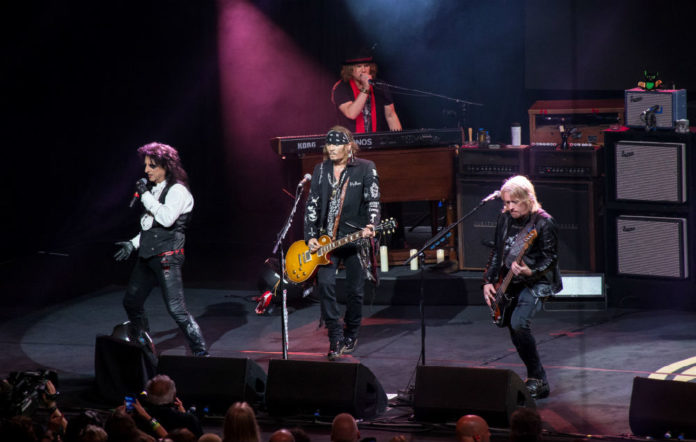 Watch Johnny Depp perform David Bowie's 'Heroes' with Hollywood Vampires