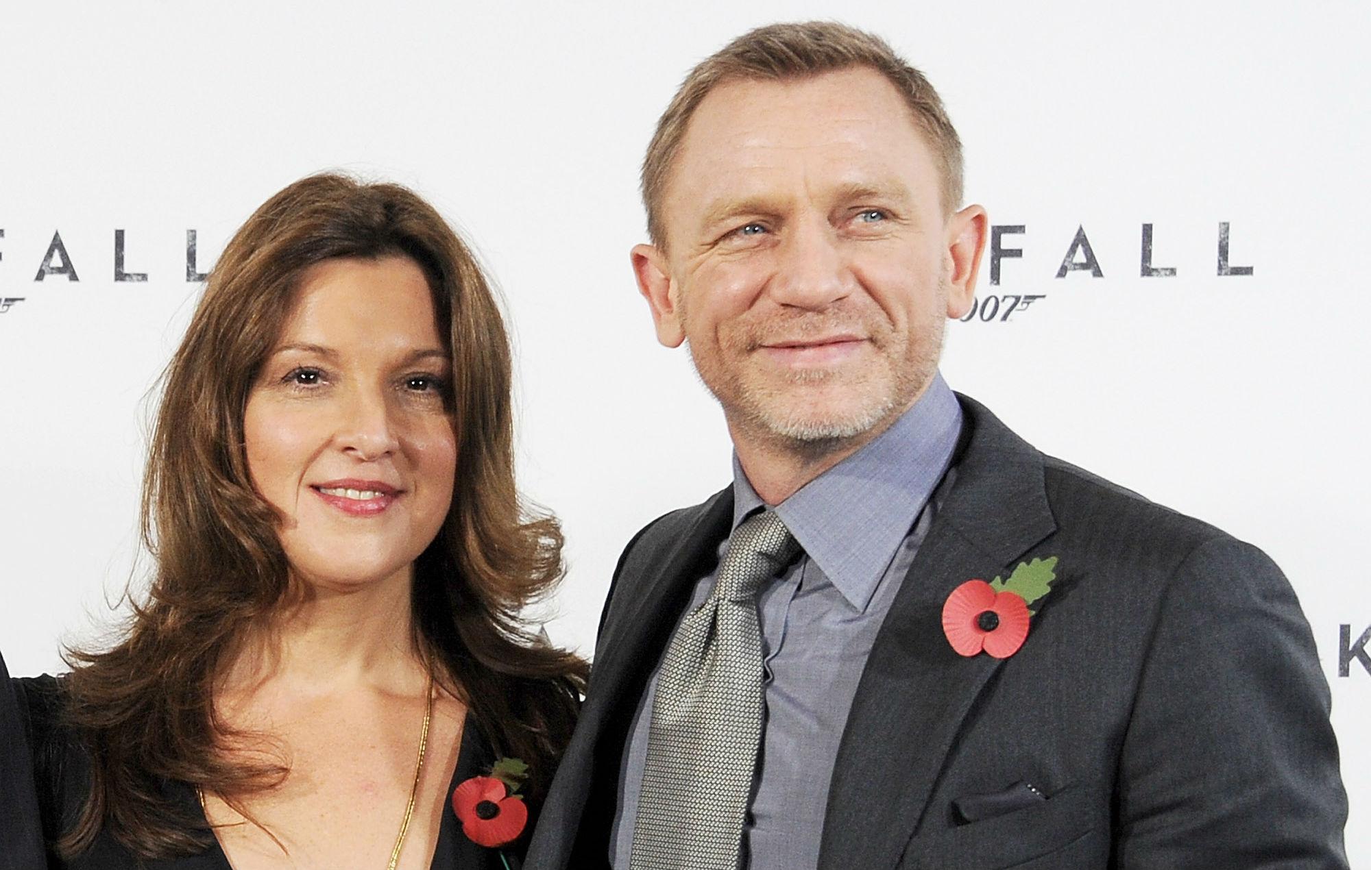 Barbara Broccoli (kiri) dan Daniel Craig   NME