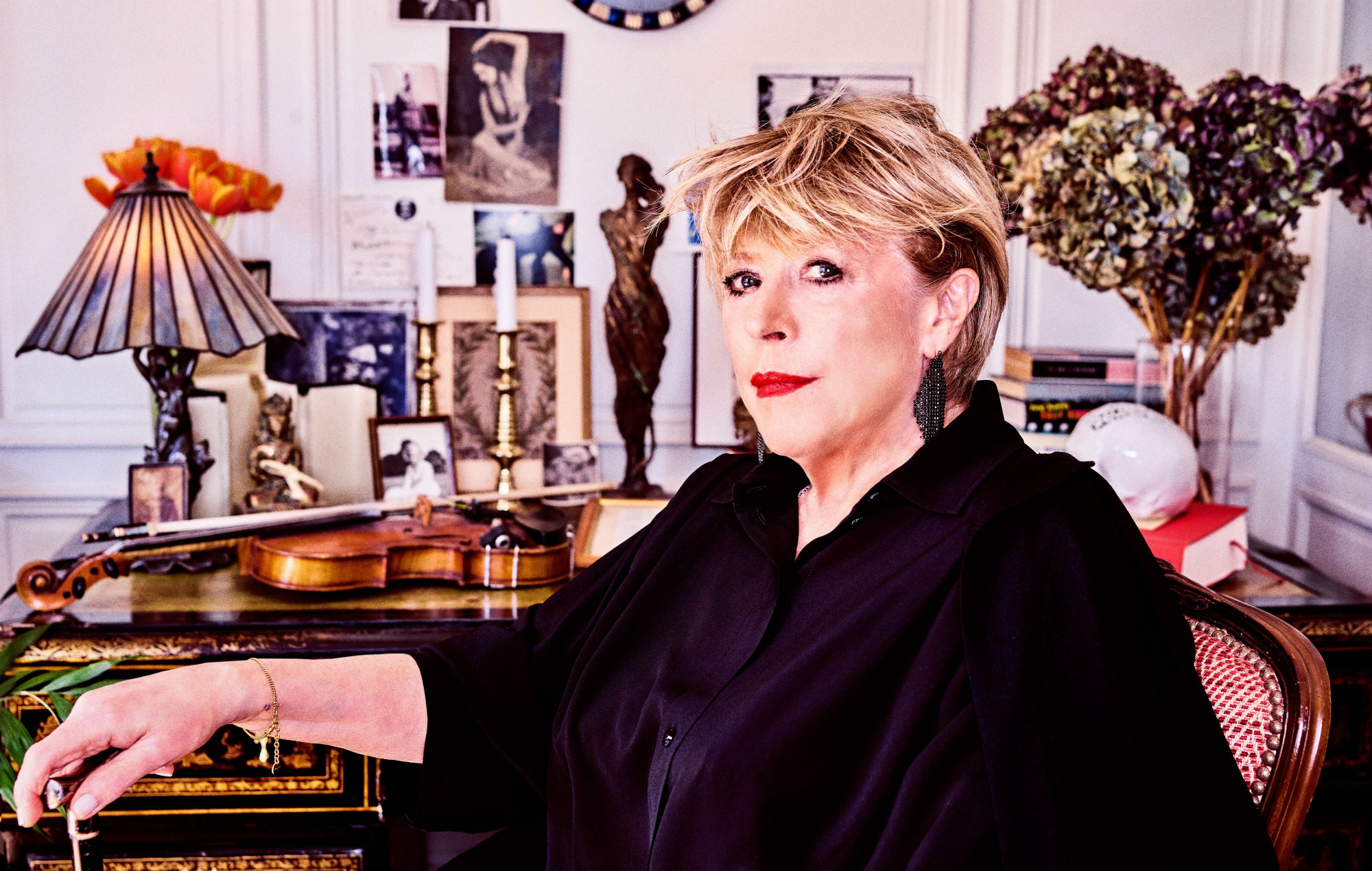 Marianne Faithfull says she almost died after battling COVID-19