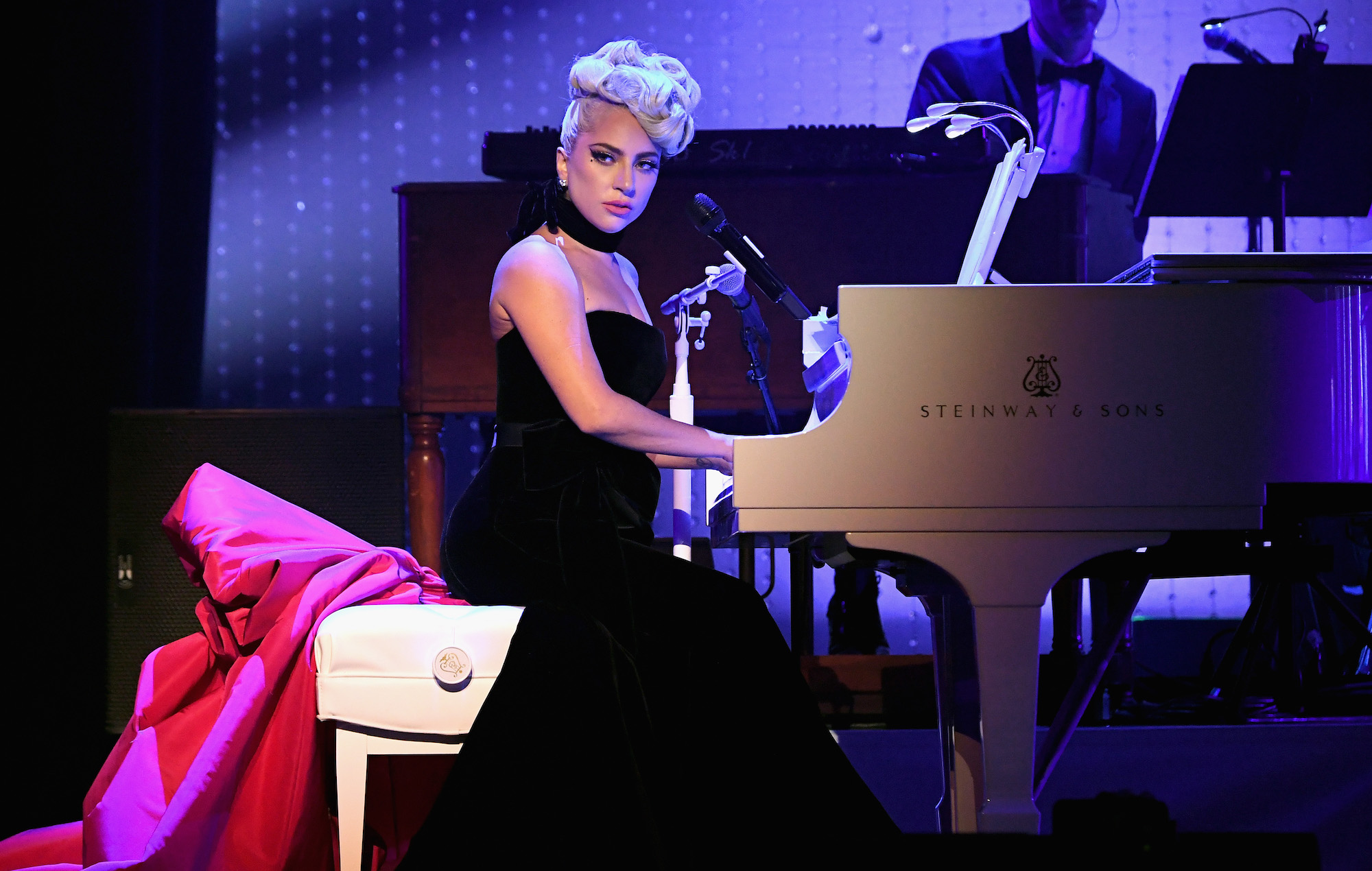 Lady Gaga Plays First Jazz Amp Piano Show In Las Vegas See