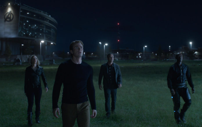 T3H7J1 Scarlett Johansson, Chris Evans, Mark Ruffalo, Don Cheadle, Avengers: Endgame (2019) Photo Credit: Marvel Studios / The Hollywood Archive
