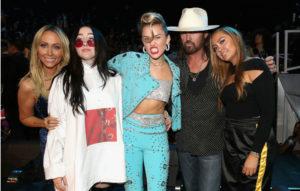 (L-R) Tish Cyrus, Noah Cyrus, Miley Cyrus, Billy Ray Cyrus and Brandi Cyrus attend the 2017 MTV Video Music Awards