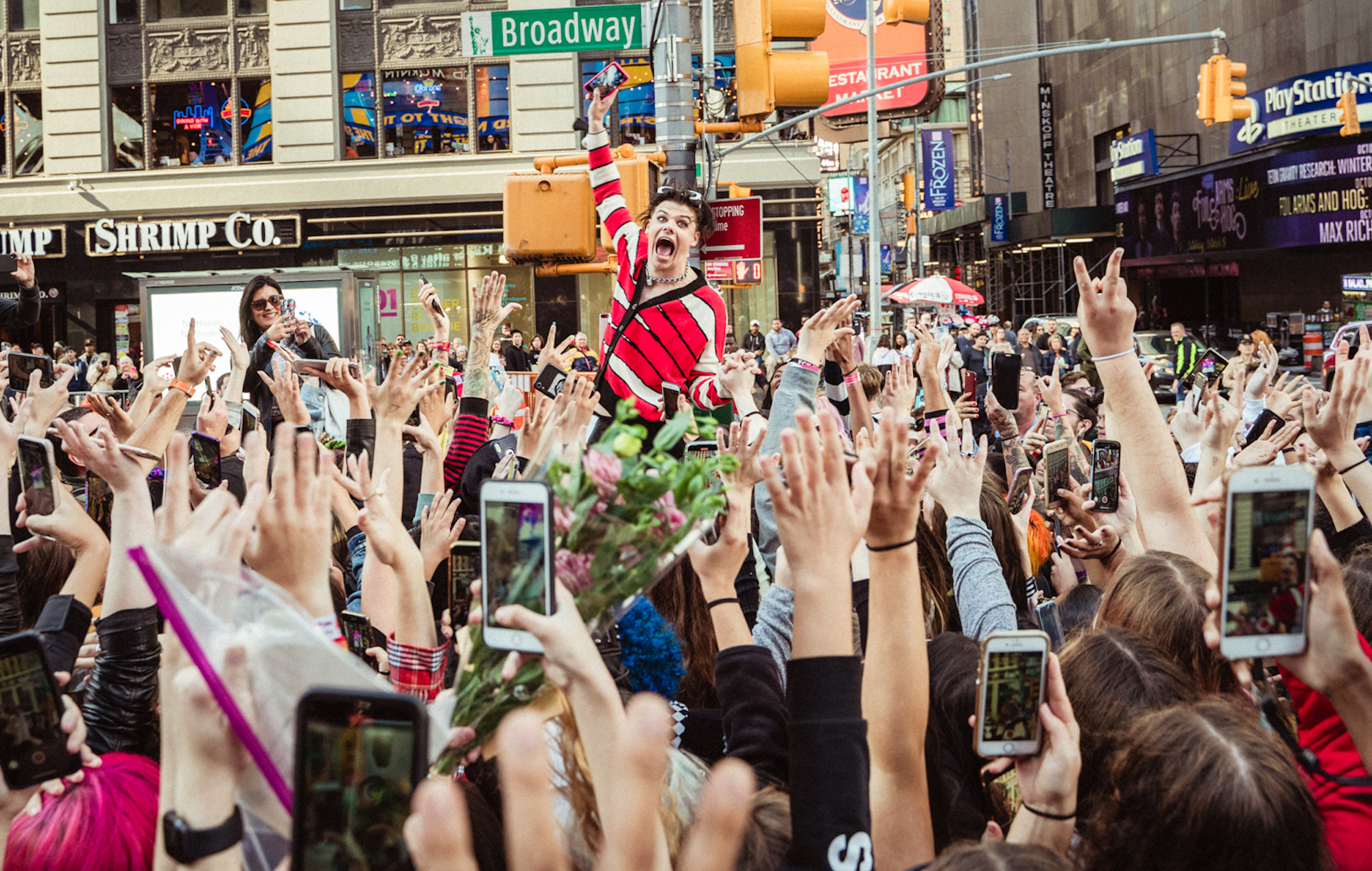 Yungblud premieres 'Original Me' video in New York's Times Square