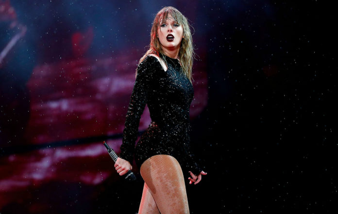 Taylor Swift, live