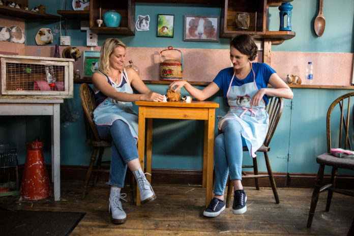 Jenny Rainsford and Phoebe Waller-Bridge in Season 1, Episode 6 of 'Fleabag'