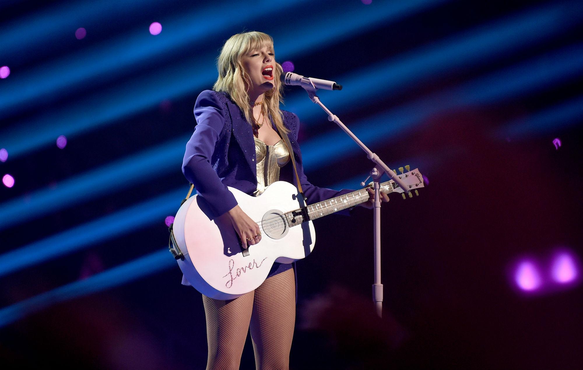 Taylor Swifts team responds to Big Machines denial