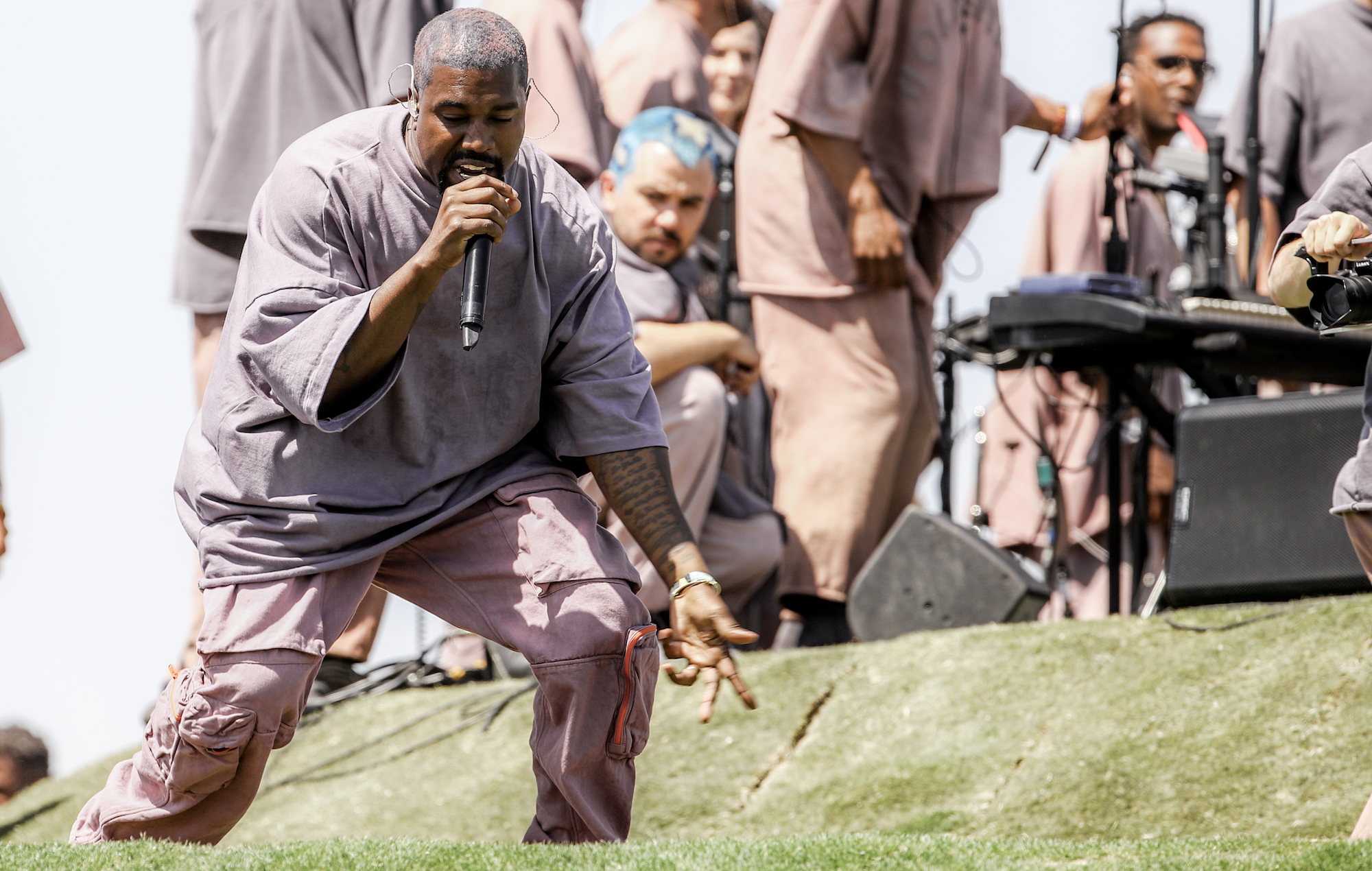 Listen to Kanye West's new Sunday Service album 'Jesus Is Born' - EpicNews