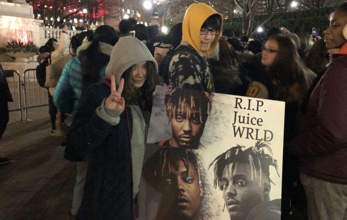 Fans gather in Chicago in tribute to the late Juice WRLD