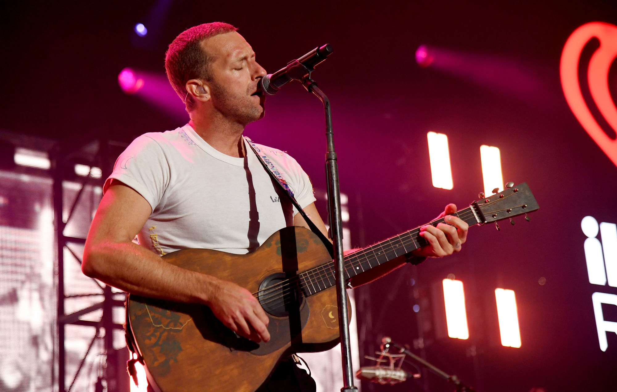 "Chris Martin filmed telling off ""aggressive"" autograph-hunting fans"