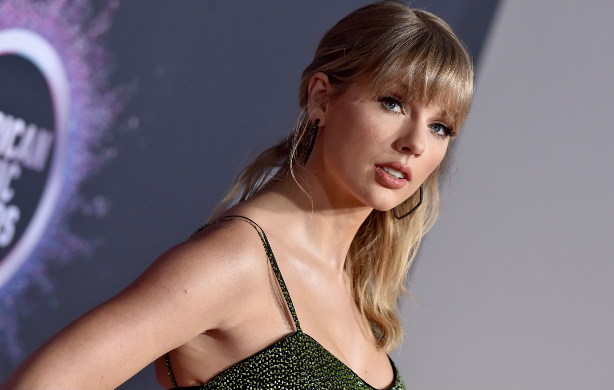 Taylor Swift opens up about battle with eating disorder