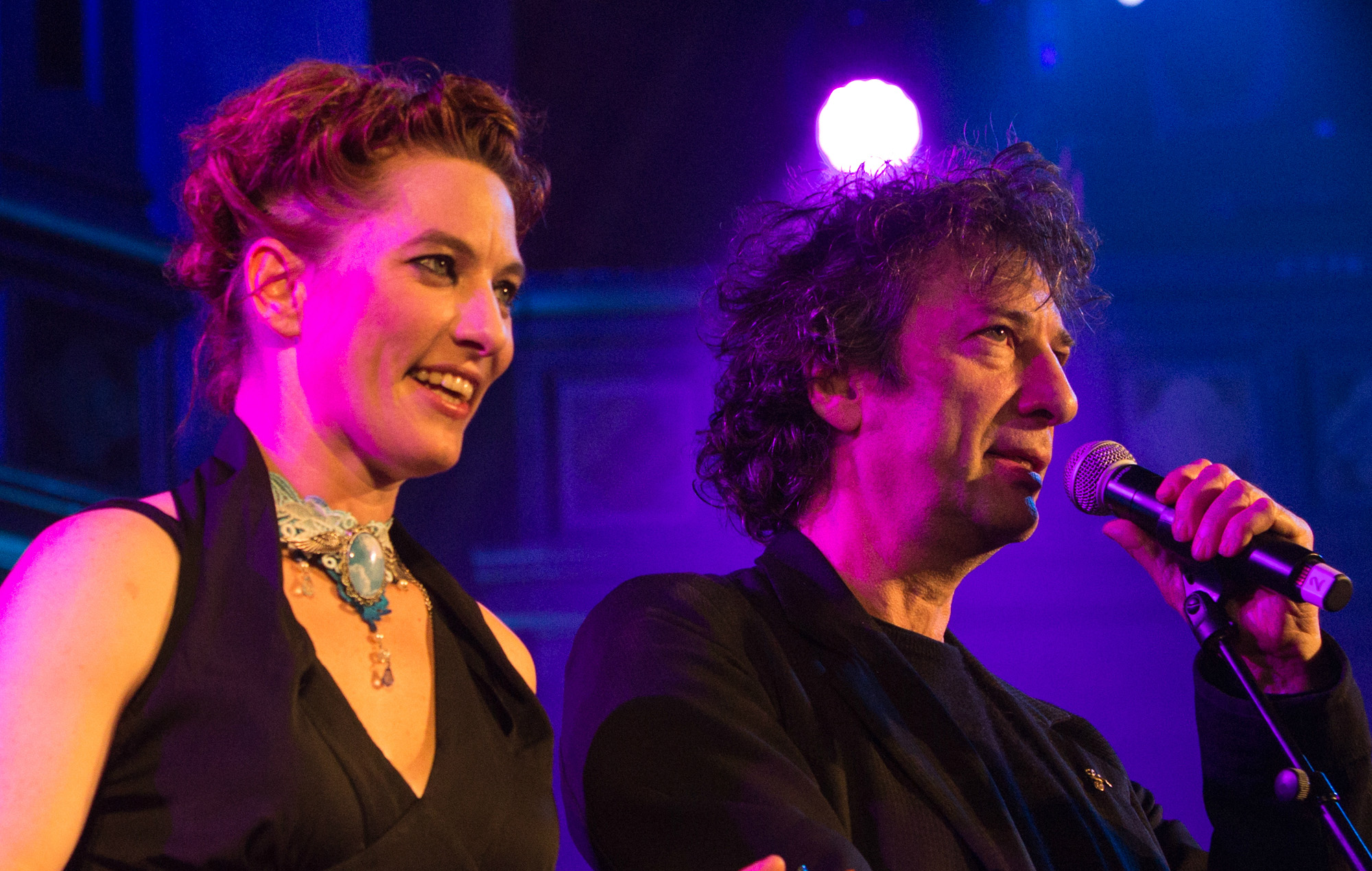 Amanda Palmer announces bushfire benefit with Neil Gaiman, releases Midnight Oil cover with Missy Higgins | NME Australia