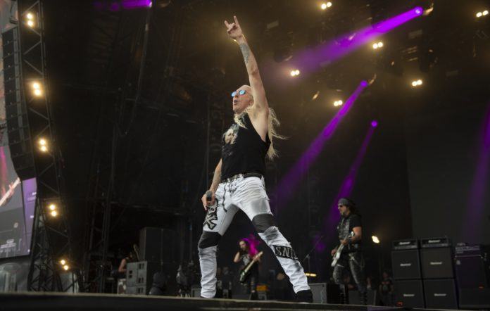 Dee Snider backs AC/DC petition