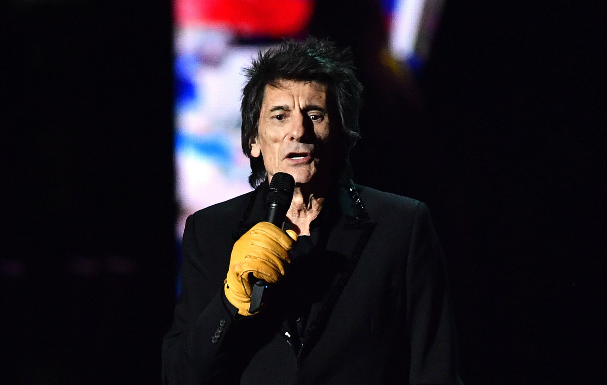 """""""Why is Ronnie wearing Marigolds?"""" — Twitter reacts to Ronnie Wood's BRIT Awards gloves"""