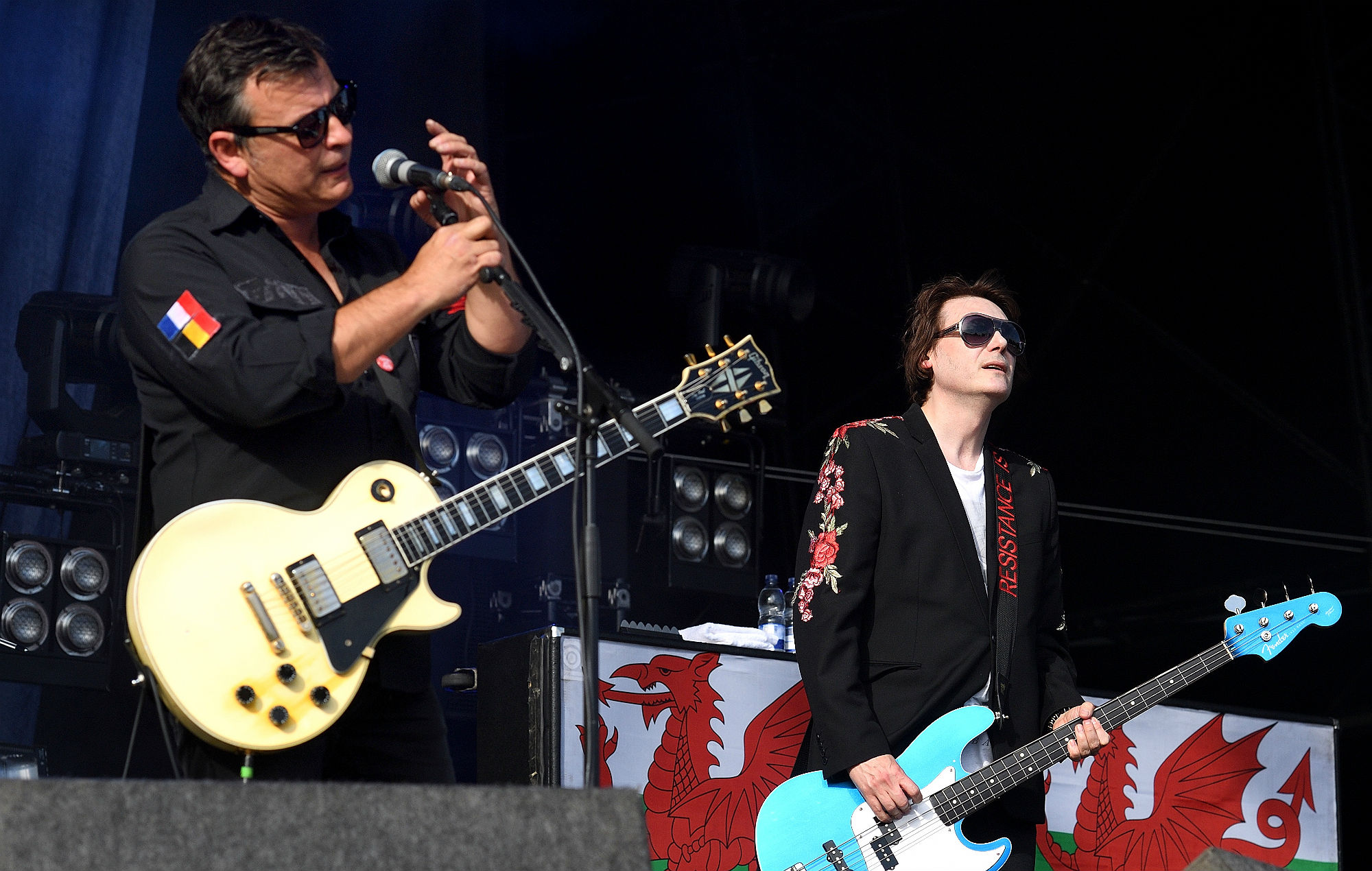 James Dean Bradfield and Nicky Wire of Manic Street Preachers perform on the main stage at RiZE Festival on August 17, 2018 in Chelmsford, United Kingdom. (Photo by Gus Stewart/Redferns)