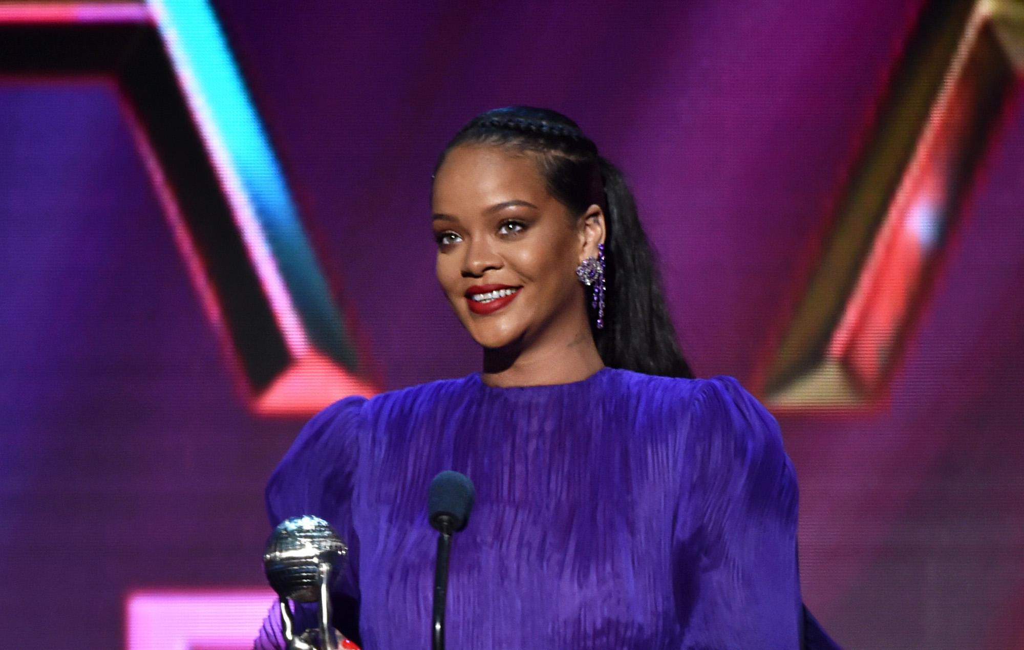 Coronavirus: Rihanna offers to buy $700k worth of ventilators for Barbados - EpicNews
