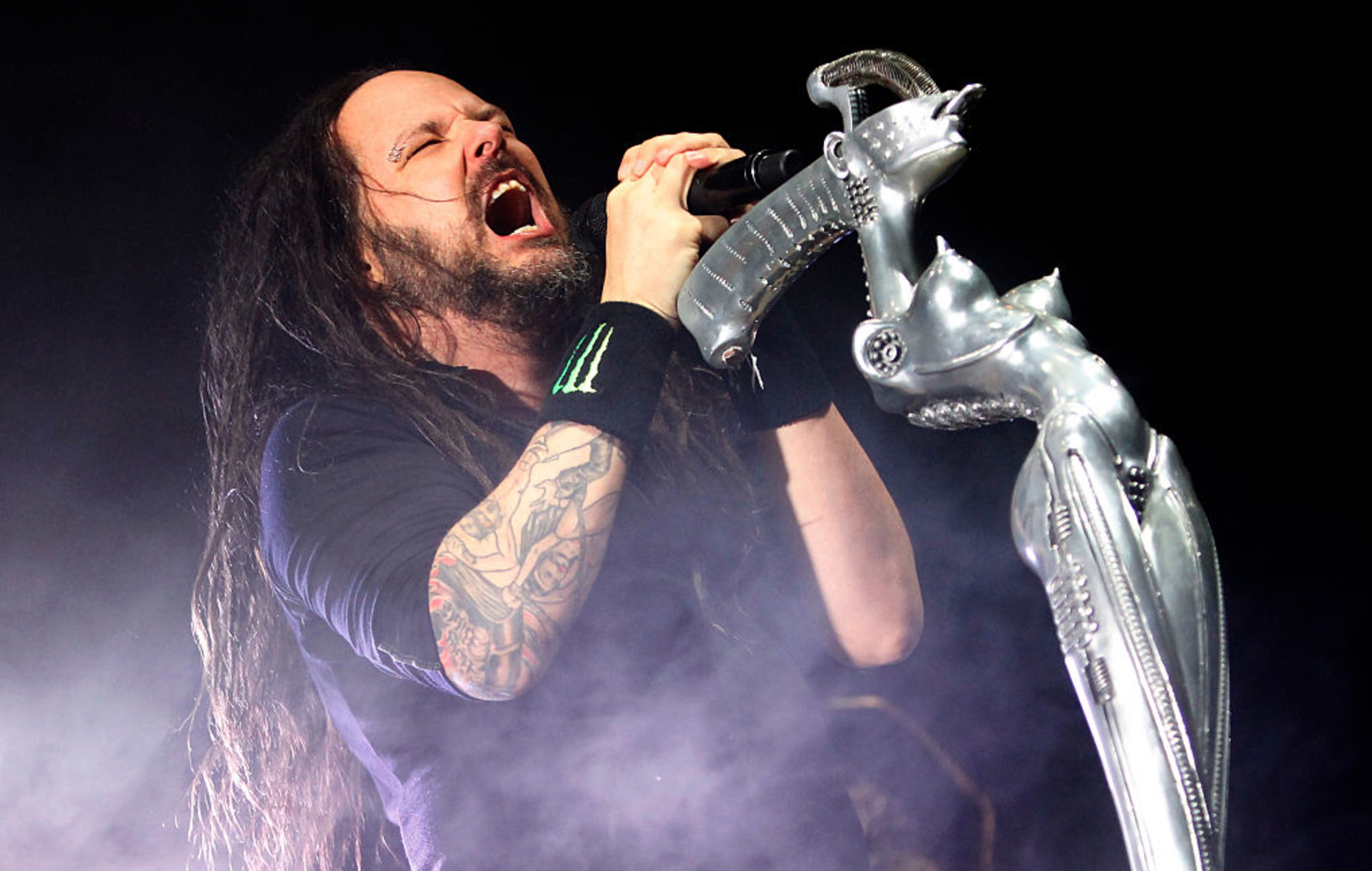 Korn look at the world through a digital lens in 'Can You Hear Me' video - EpicNews