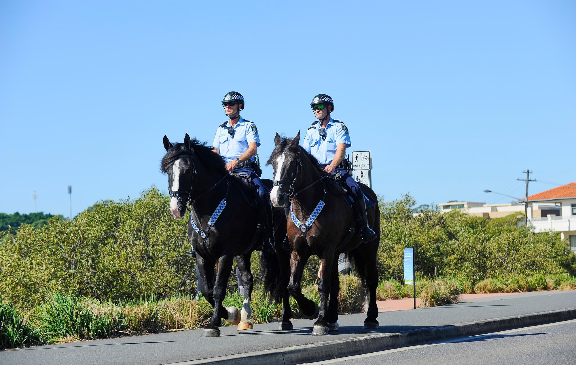 australia police safe distancing covid-19 coronavirus
