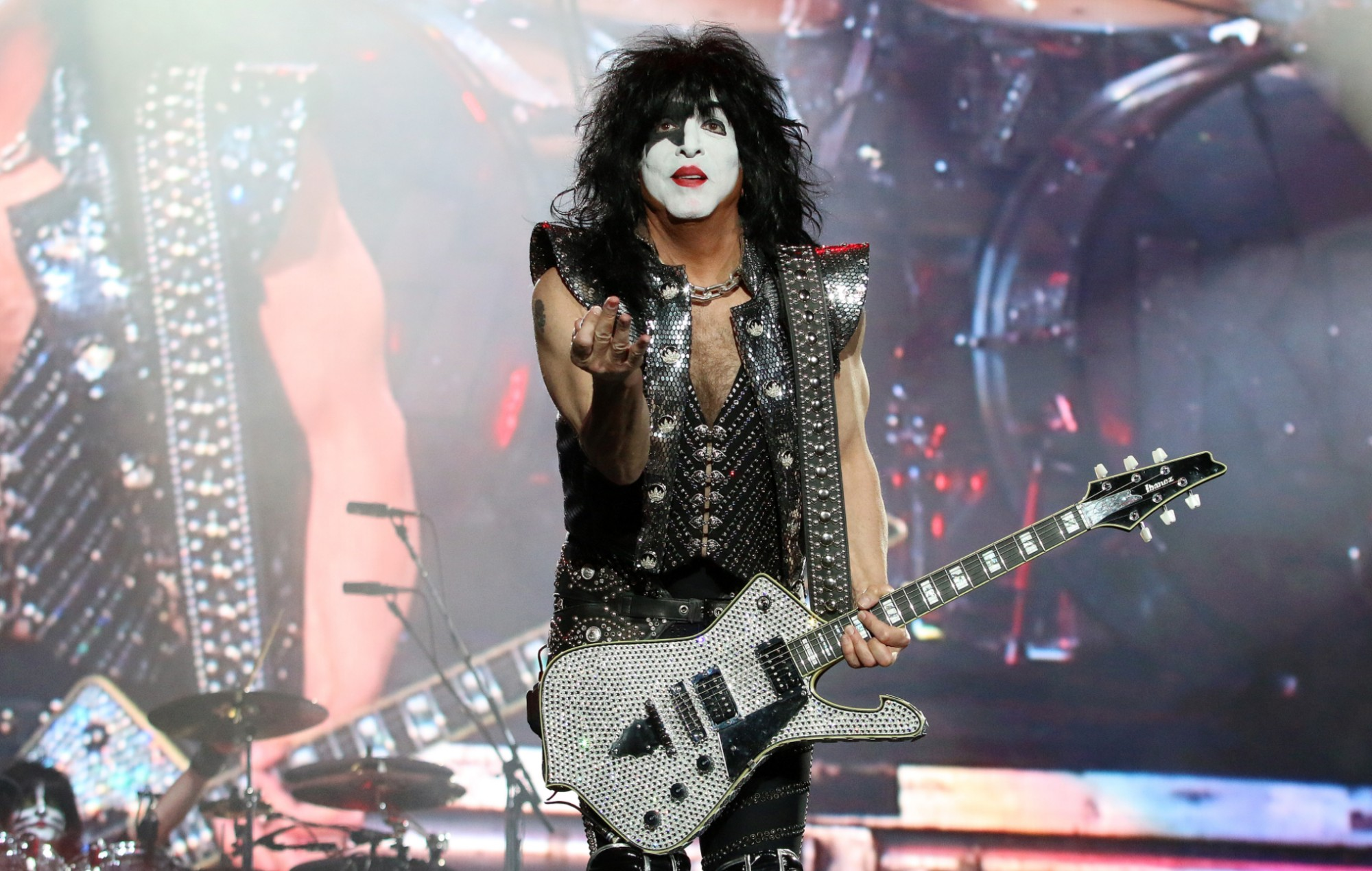 """Kiss frontman Paul Stanley urges fans to """"wear a mask"""" 