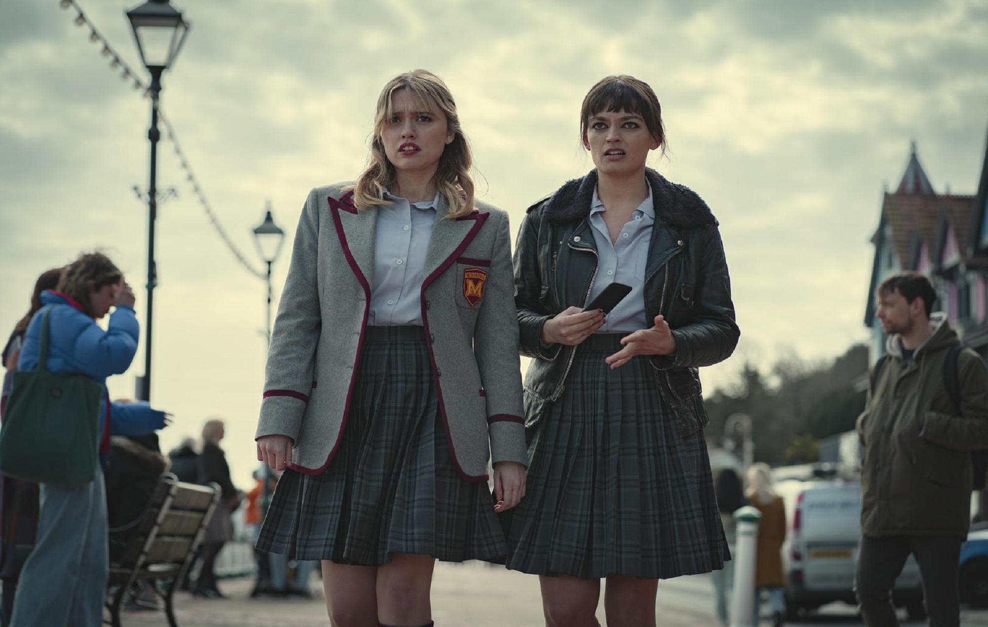 Aimee Lou Wood as Aimee Gibbs, Emma Mackey as Maeve Wiley