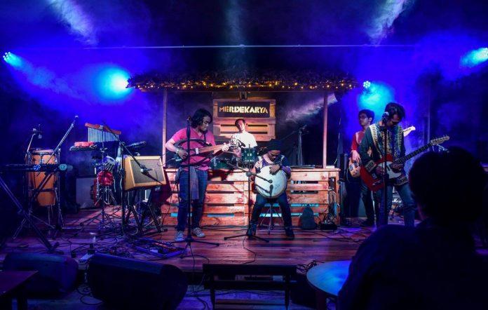 Runs live at Merdekarya