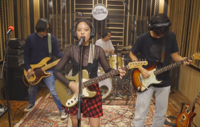 Watch Grrl Gang's special showcase for Damnably Record's 14th anniversary