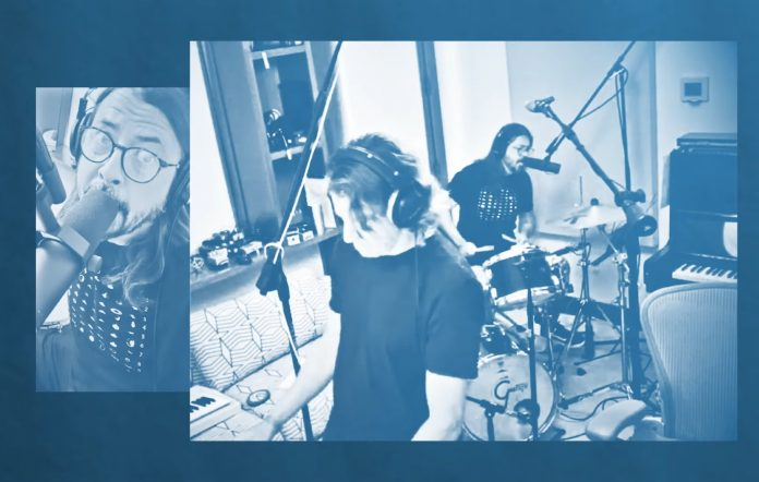 Dave Grohl and Greg Kurstin cover Elastico's 'Connection'