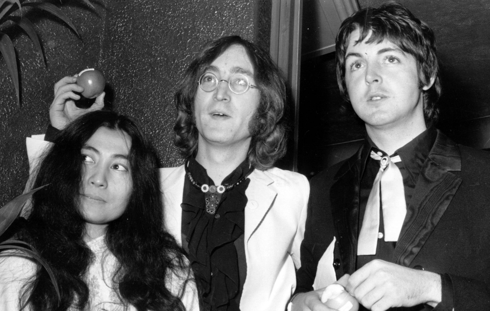 Paul Mccartney And Yoko Ono Lead Tributes To John Lennon On 40th Anniversary Of His Death