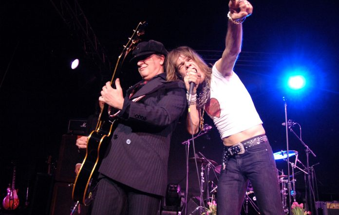 Sylvain Sylvain and David Johansen performing together in New York Dolls