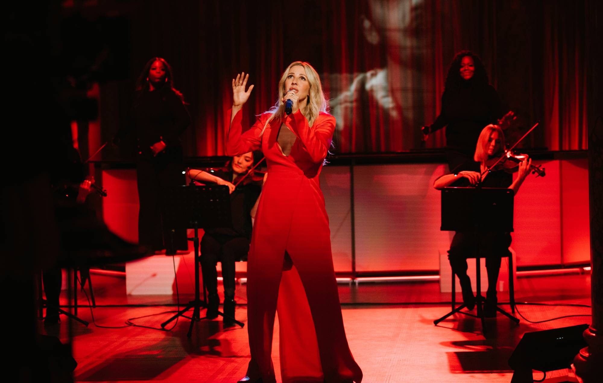 Ellie Goulding reschedules upcoming UK and Ireland tour dates