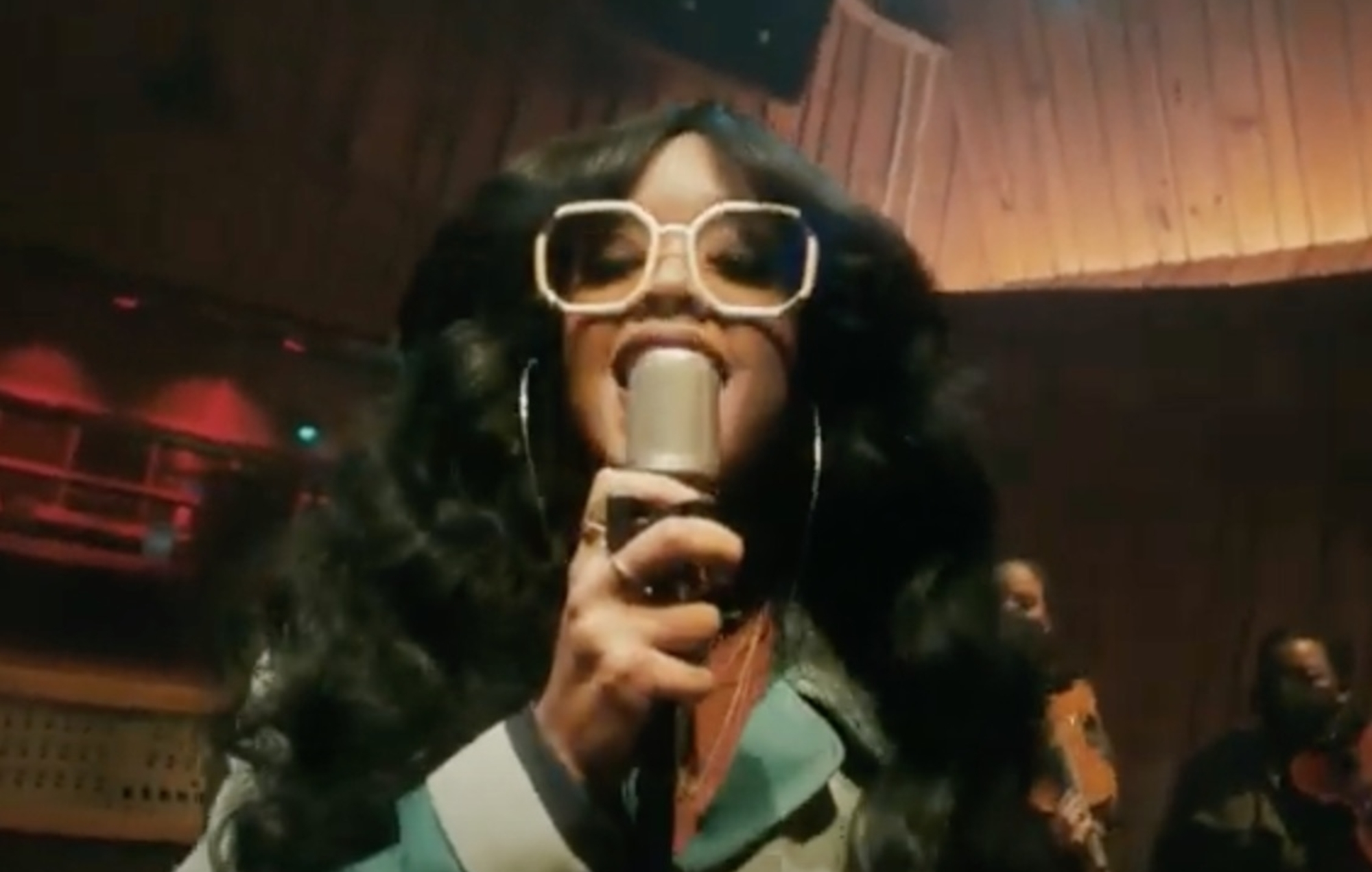 Watch H.E.R. perform Golden Globe-nominated single 'Fight For You' on 'Colbert'