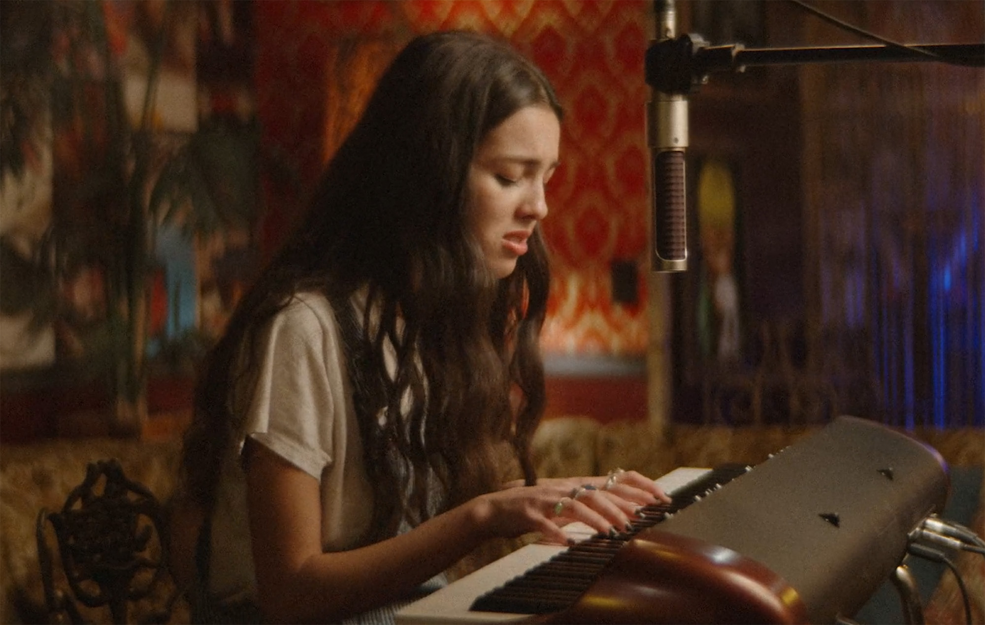 Olivia Rodrigo performs 'Drivers License' for the Grammy Museum - NME