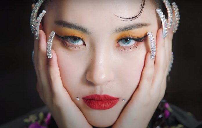 Sunmi returns with 'Tail' and 'What The Flower'