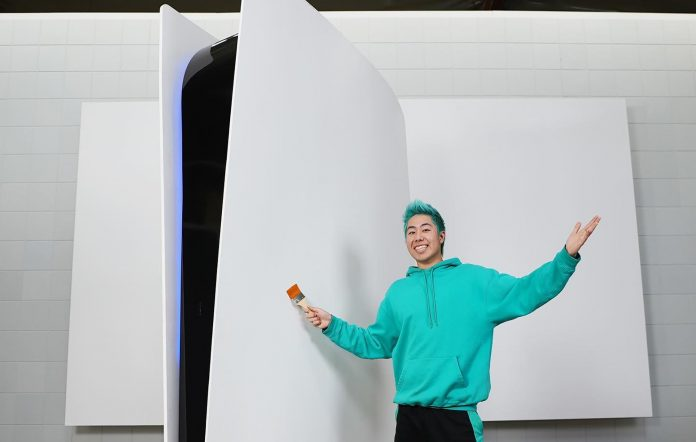 The world's biggest PS5. Image Credit: ZHC