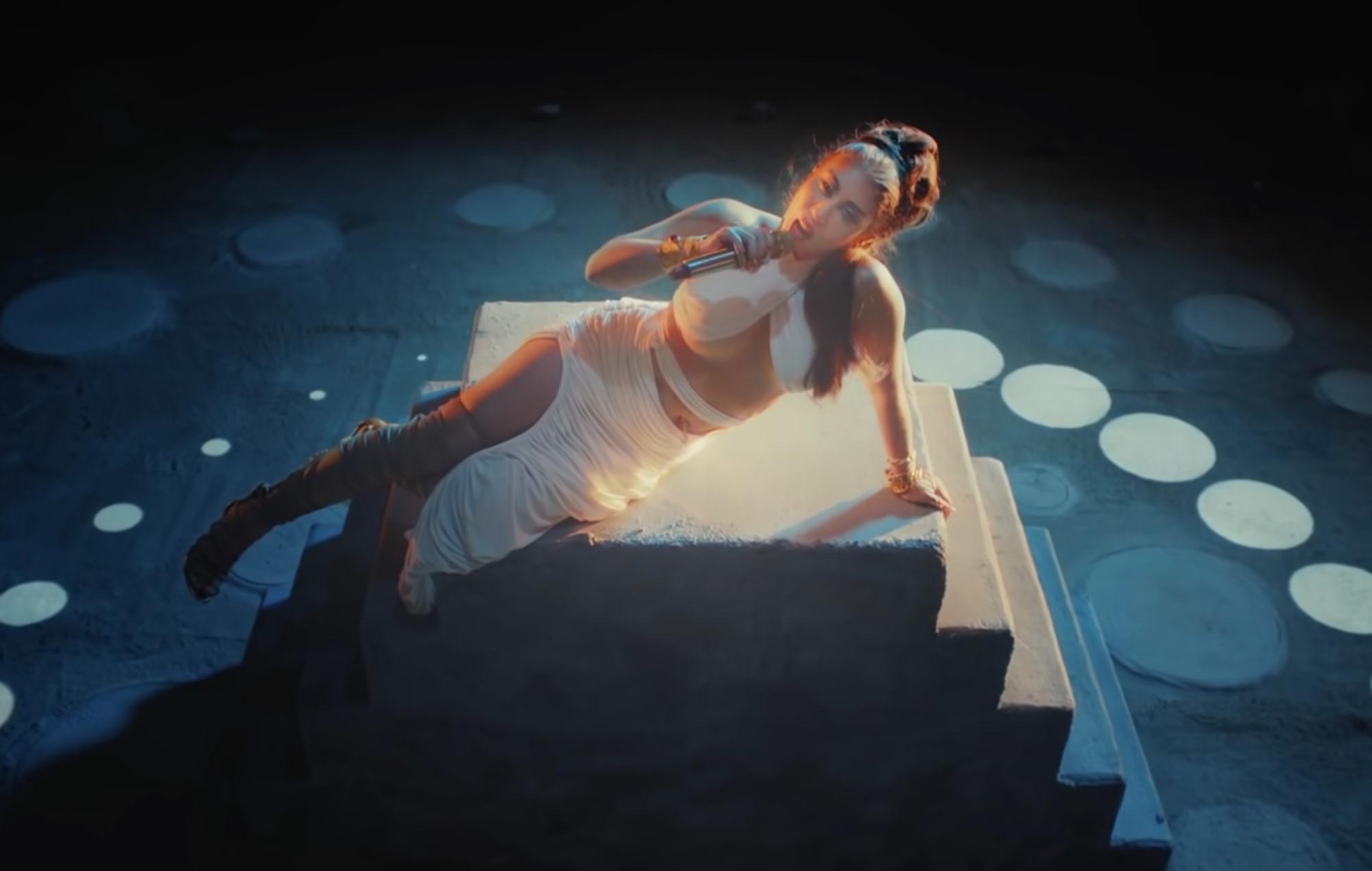 Watch Kali Uchis bring new single 'Telepatía' to 'Fallon'