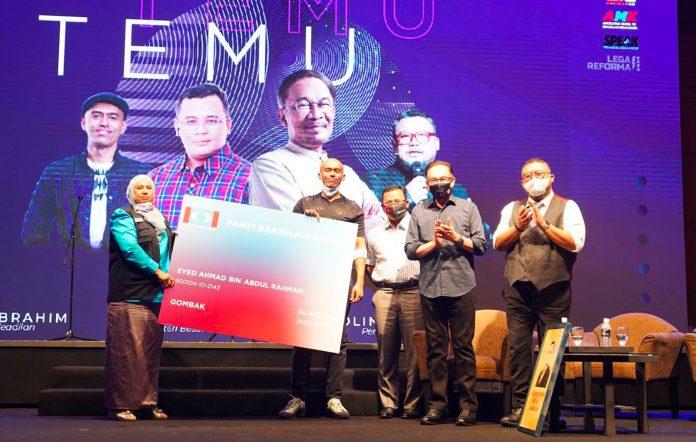 Malaysian rapper Altimet joins political party PKR Anwar Ibrahim