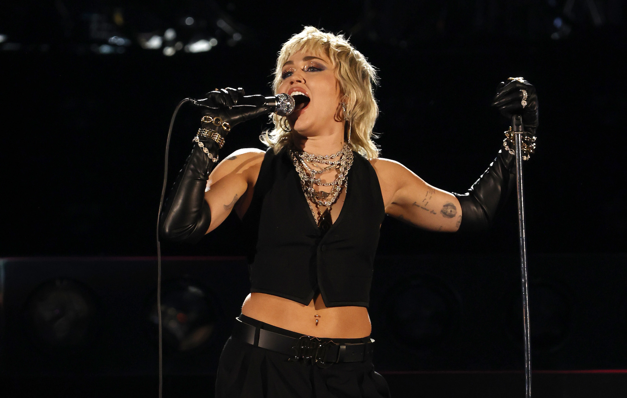 Watch Miley Cyrus cover Queen classics at 'Final Four' basketball tournament