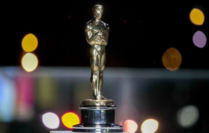 Oscars statue 2021