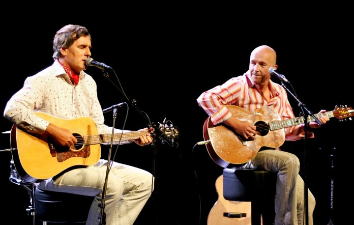 Robert Forster and Grant McLennan performing together