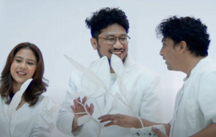Watch Indonesian musicians Sal Priandi, Nadin Amizah, and Kunto Aji star in musical 'Limina | Limen'
